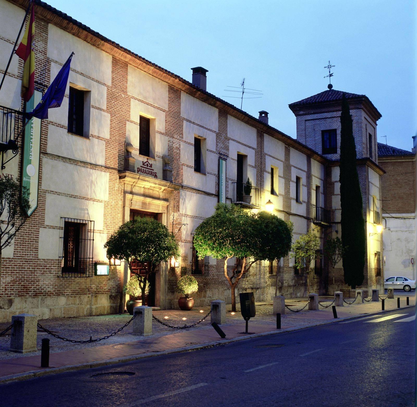 paradores spanien hotel parador de alcala de henares