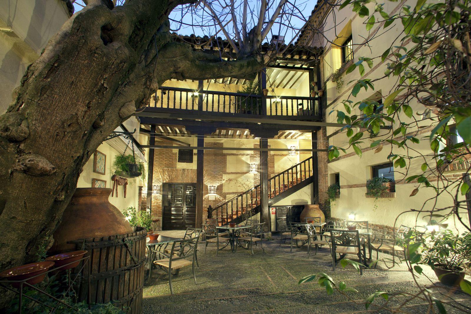Paradores spanien hotel parador de alcala de henares for Toldos alcala de henares