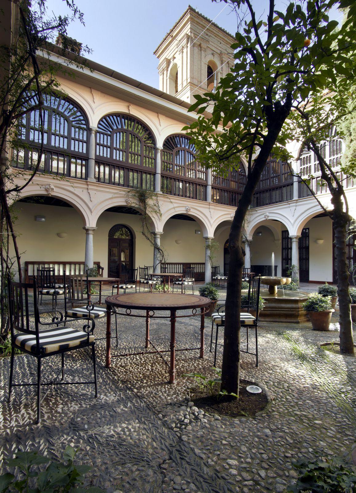Paradores spanien hotel parador de granada granada for Hotel de diseno granada