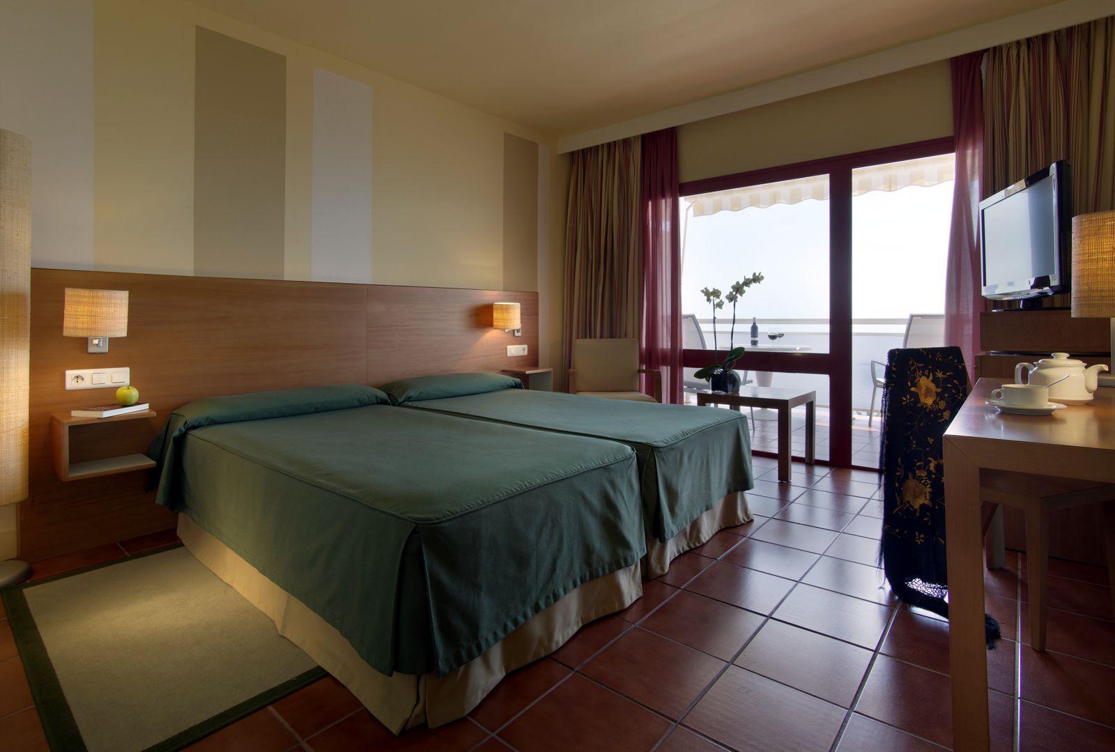 Paradores spanien hotel parador de nerja nerja for Habitaciones familiares paradores