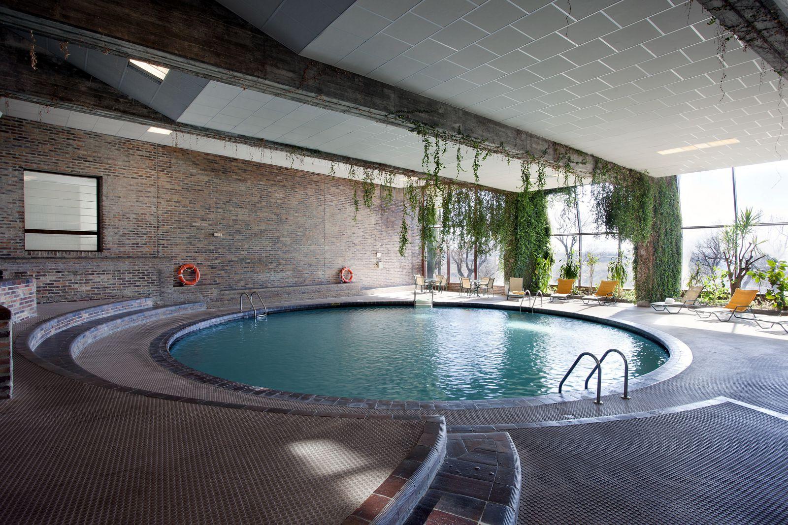 Paradores spanien hotel parador de segovia segovia for Hotel piscina segovia